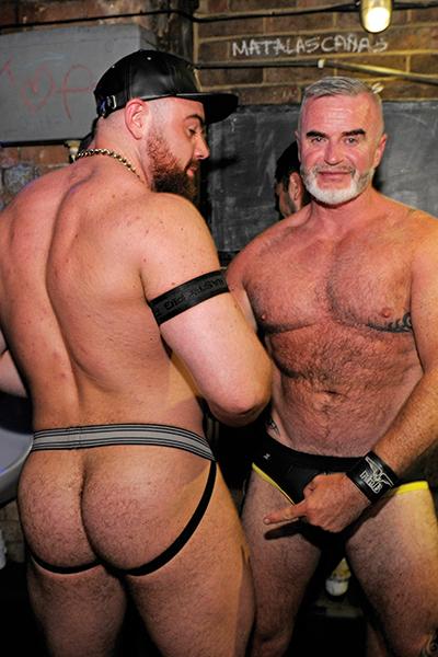 Gay Bareback Twings 44